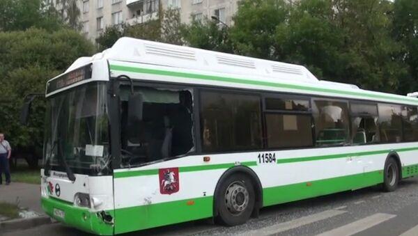 ГАЗель протаранила рейсовый автобус на севере Москвы