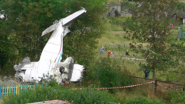Самолет разбился на детской площадке. Кадры с места ЧП