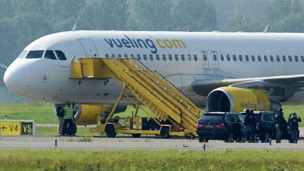 Самолет испанской авиакомпании Vueling Airlines в аэропорту Амстердама