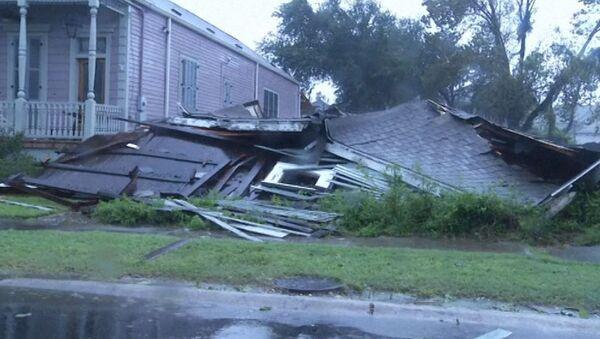 Разрушенные дома и затопленные улицы: последствия урагана Исаак