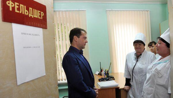 Медведеву показали акушерский пункт без воды и канализации