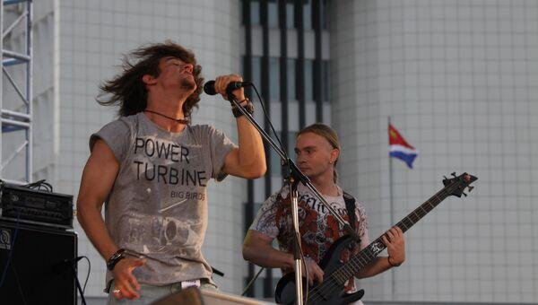 Выступление рок-музыкантов на центральной площади Владивостока. Архивное фото
