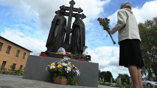 Памятник Петру и Февронии, архивное фото
