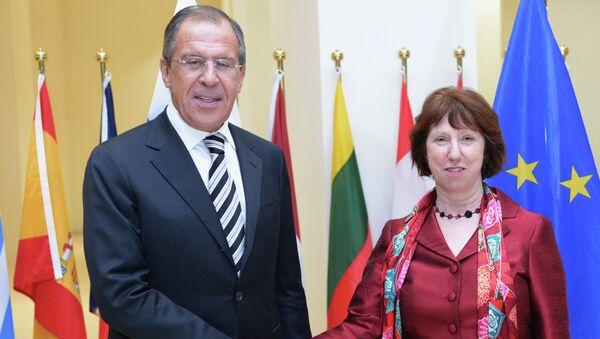 Министр иностранных дел РФ Сергей Лавров и высокий представитель ЕС по международным делам и политике безопасности Кэтрин Эштон во время встречи с в Люксембурге
