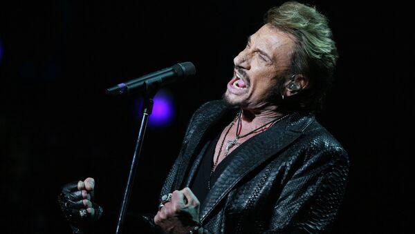 Французский рок-певец Джонни Холлидей выступает в Государственном Кремлевском дворце в Москве. Архивное фото
