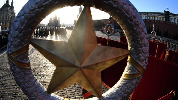 Генеральная репетиция марша, посвященного 77-летию военного парада 1941 года, на Красной площади в Москве