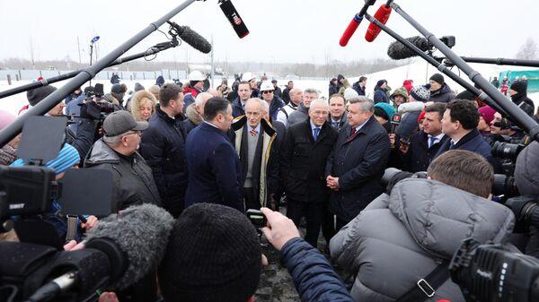 Участники мероприятия по установке центрального монумента Ржевского мемориала Советскому солдату