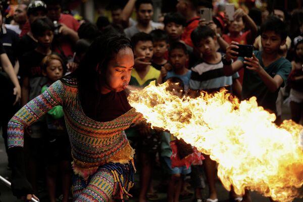 Празднование Нового года по лунному календарю в китайском квартале Манилы, Филиппины