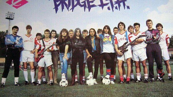 Приезд советской рок-группы Bridge L.H.T. на базу московского Спартака