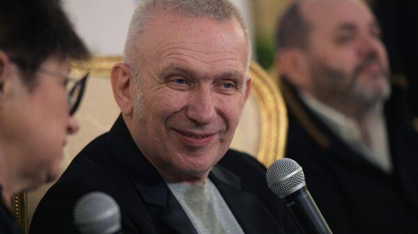 Модельер Жан-Поль Готье во время пресс-конференции творческой группы Fashion Freak Show в Москве