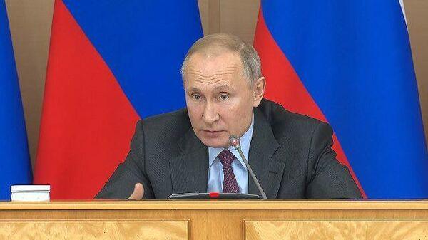 Путин пошутил над бережливостью Силуанова
