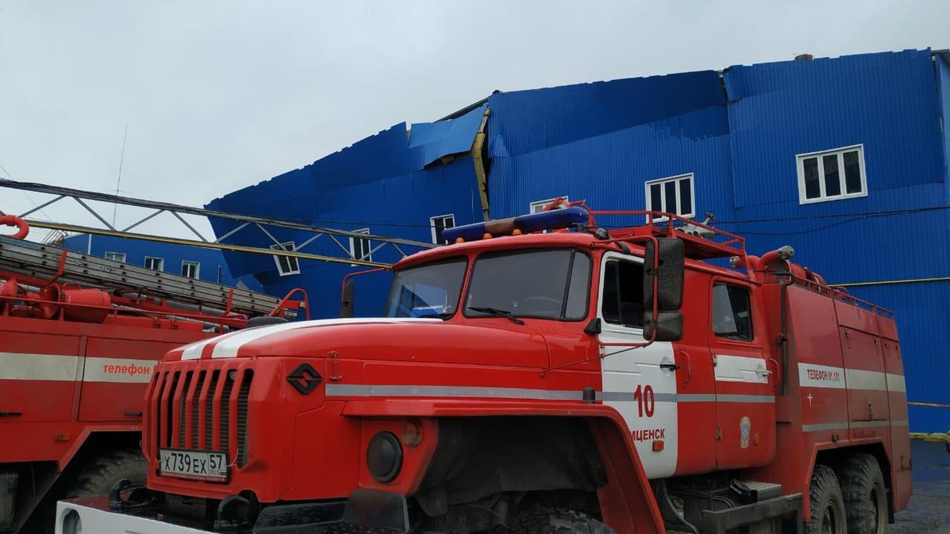 Пожарные машины на месте взрыва газа на заводе резиновых изделий в Мценске - РИА Новости, 1920, 31.01.2020
