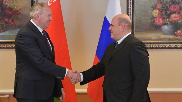 Председатель правительства РФ Михаил Мишустин и премьер-министр Белоруссии Сергей Румас во время встречи
