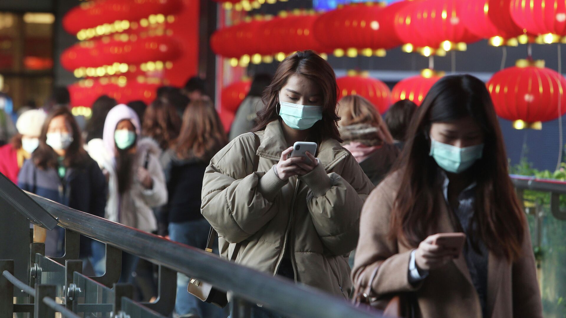 Люди в защитных масках в Тайбэе - РИА Новости, 1920, 30.12.2020
