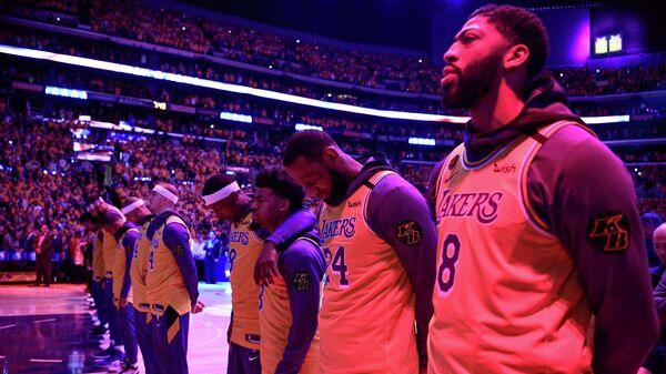 Баскетболисты Лос-Анджелес Лейкерс в первом матче после смерти Кобе Брайанта