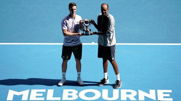 Справа налево: теннисисты Раджив Рам (США) и британец Джо Солсбери (Великобритания)