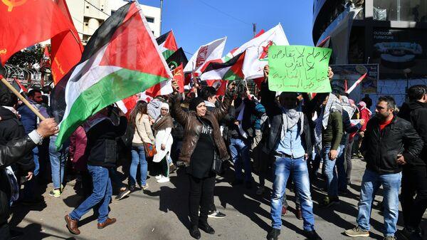 Участники акции протеста у посольства США в Бейруте против сделки века по урегулированию палестино-израильского конфликта
