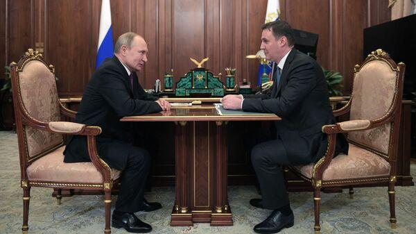 Президент РФ Владимир Путин и министр сельского хозяйства РФ Дмитрий Патрушев во время встречи