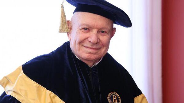 Основатель и президент Московской высшей школы социальных и экономических наук Теодор Шанин