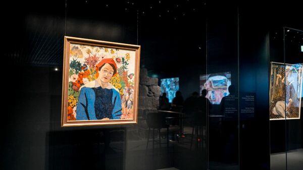 Посетители на выставке работ Аристарха Лентулова в Подземном музее парка Зарядье