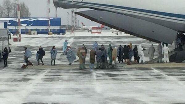 Самолет Ил-76МД российских ВКС с российскими гражданами, эвакуированными из КНР