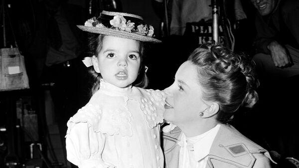 Актриса Джуди Гарленд с дочерью Лайзой