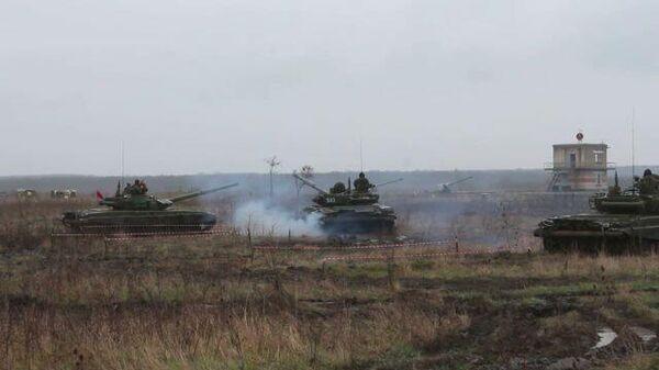 Мотострелки, танкисты и летчики отразили удар условного противника