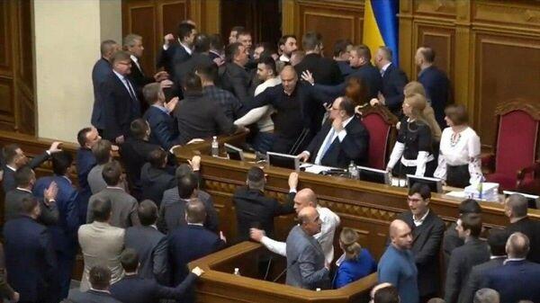 Потасовка во время заседания Верховной рады Украины