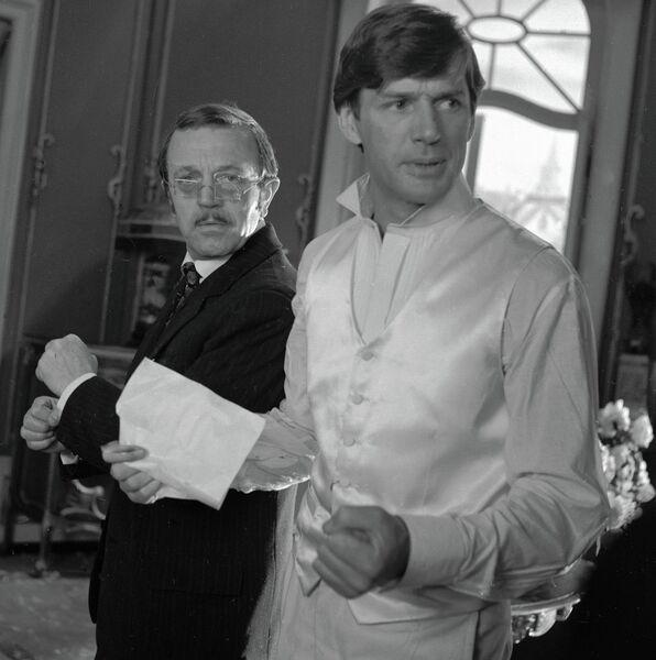 Актёры Анатолий Ромашин и Александр Абдулов во время съёмок