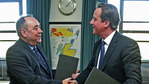 Премьер-министр Великобритании Дэвид Кэмерон и первый министр Шотландии Алекс Салмонд