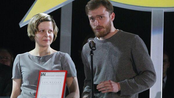 Художники Анна Желудь и Арсений Жиляев на церемонии награждения лауреатов премии Инновация