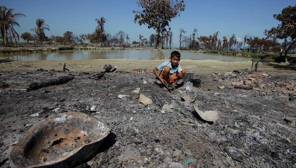 Поселок, сожженный во время межрелигиозных столкновений в Мьянме