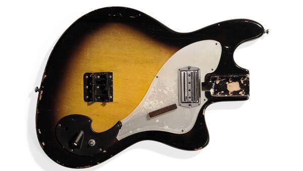 Выставленная на торги Christie's бас-гитара Курта Кобейна