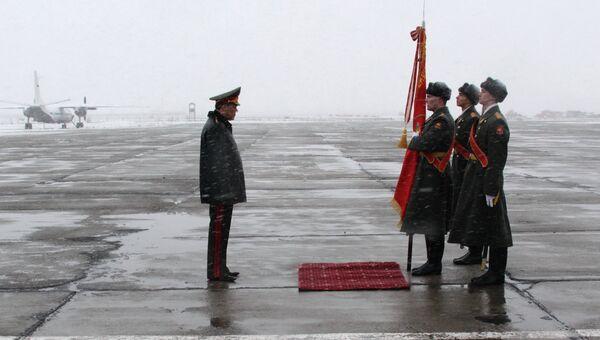 Начальник Генштаба РФ Герасимов простился с боевым знаменем ЦВО