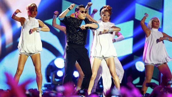 """Южнокорейский певец PSY (Сай) на премии """"MTV EMA 2012"""" во Франкфурте, Германия"""