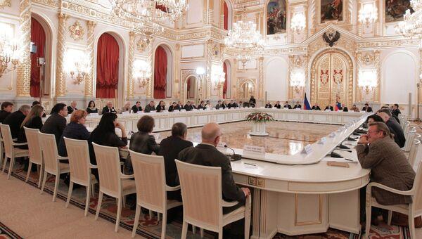 В.Путин проводит заседание Совета при президенте РФ