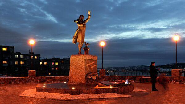 Памятник женам моряков Ждущая открыли в Мурманске