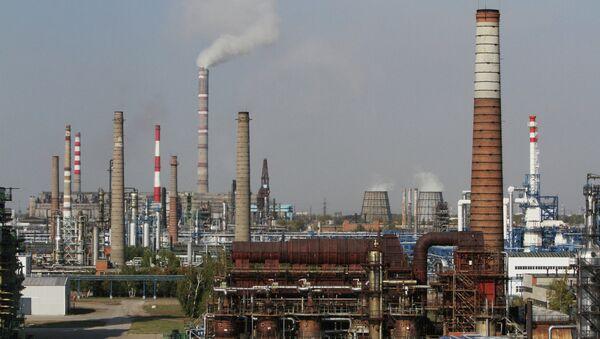 Работа Омского НПЗ Газпром нефти. Архив