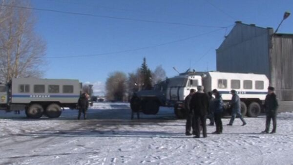 Автомобили полиции у исправительной колонии №6 города Копейска Челябинской области