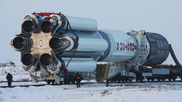 Вывоз ракеты Протон-М на стартовый комплекс Байконура. Архивное фото