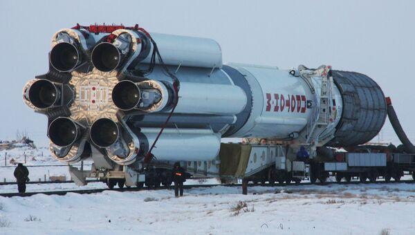 Вывоз ракеты Протон-М на стартовый комплекс Байконура. Архив