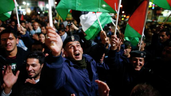 Палестинцы вышли на улицы праздновать победу в Генассамблее ООН