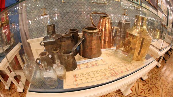 До 1885 года водку на вынос продавали вот в таких  ведрах