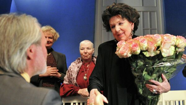 Вручение Галине Вишневской высшей награды Союза театральных деятелей РФ