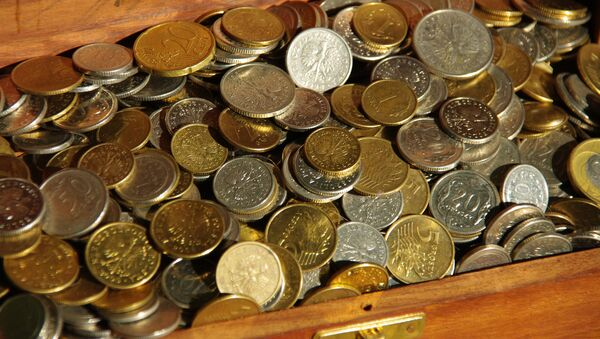 Сундук с монетами. Архивное фото