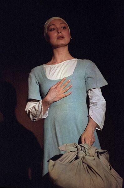 Артистка Елена Шанина в спектакле Тиль