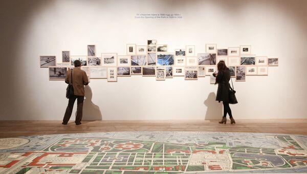 Посетители на открытии временного павильона Центра современной культуры Гараж