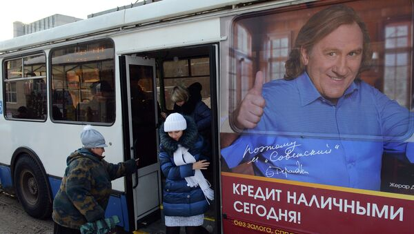 Рекламные плакаты с Жераром Депардье в городах России