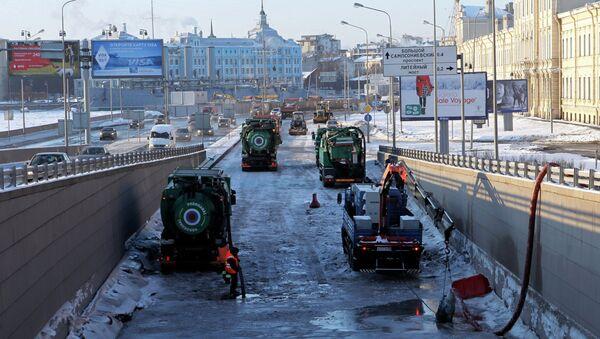 Движение под Литейным мостом в Санкт-Петербурге закрыто из-за аварии