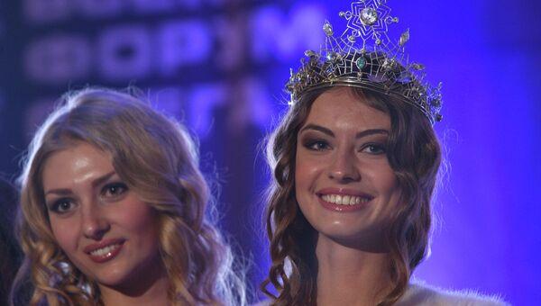 Владислава Вернер, победительница конкурса красоты Miss Snow Universe (справа)